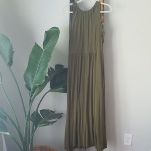 🏝Old Navy olive green maxi Size M